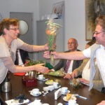 Bloemen van Will Kranenburg voorzitter van de KIP voor Hethuis